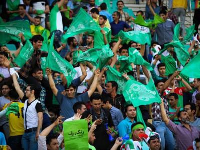 درگیری شدید هواداران ذوب آهن با منصوریان و بازیکنان