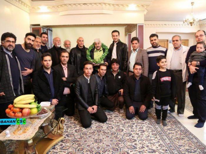 عیادت منصوریان و ذوبیها از پیشکسوت فوتبال